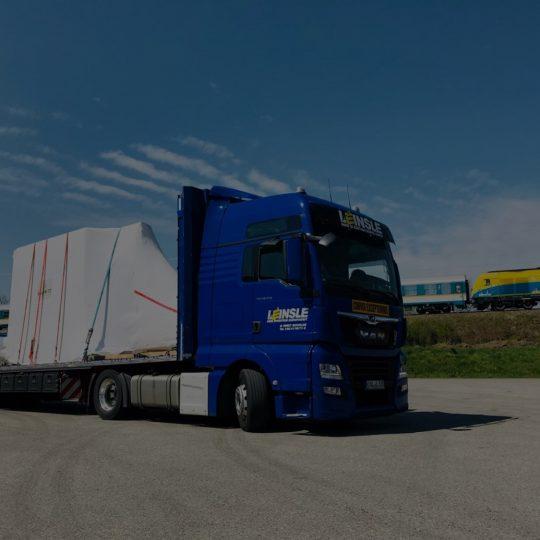 https://www.leinsle.com/wp-content/uploads/Fertighaus-und-Fassaden-Transporte-540x540.jpg