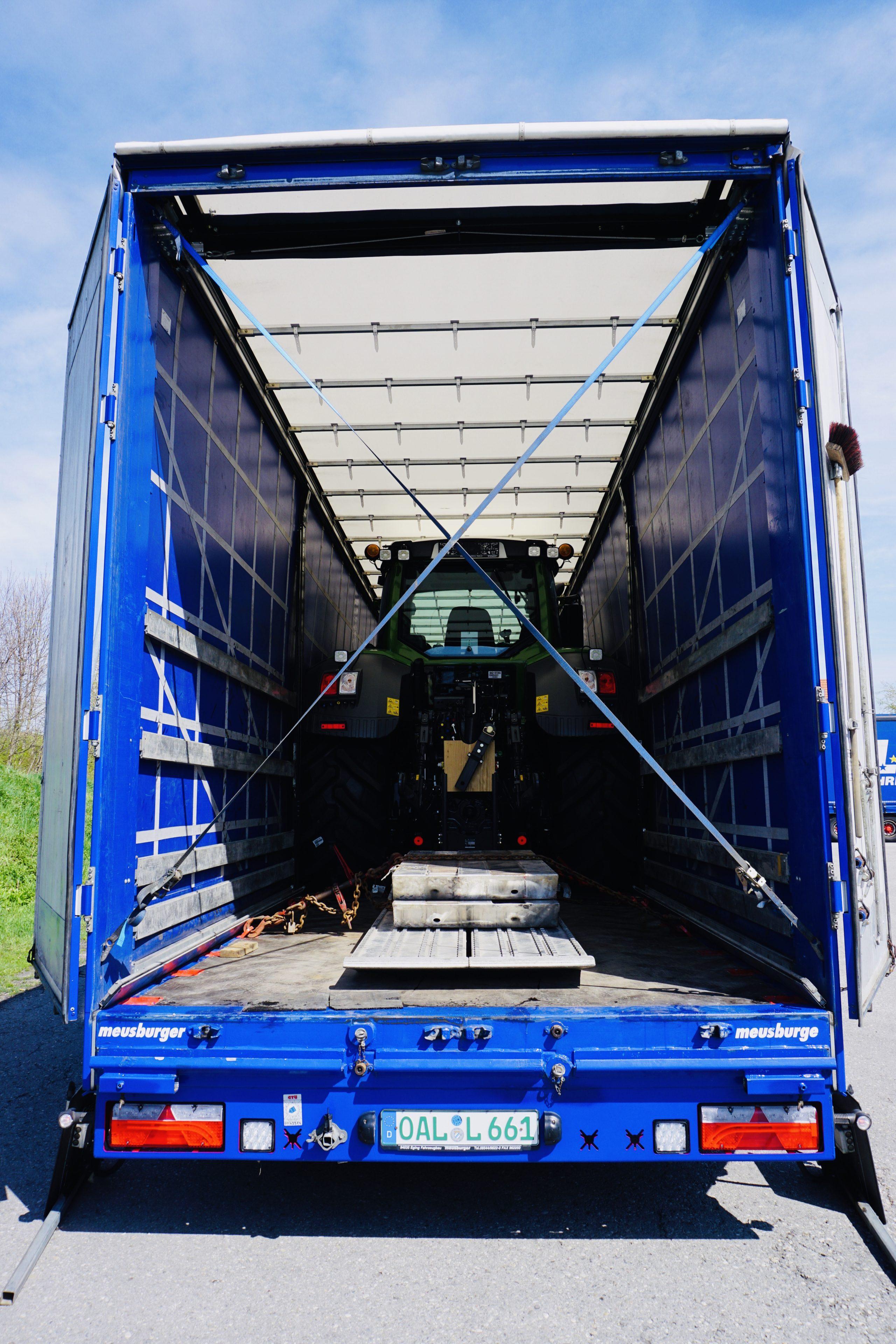 https://www.leinsle.com/wp-content/uploads/Traktor_Transporte_Plane-e1578930452485.jpeg